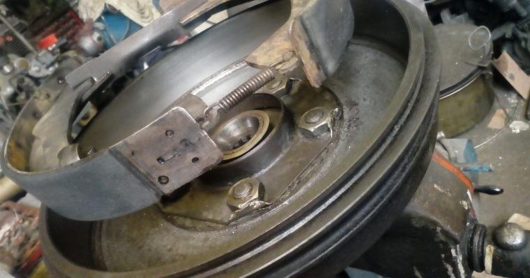 """""""Paradoxalement, sur une auto, vous avez des freins à tambour, alors que sur un tambour, vous n'avez pas d'auto-frein !"""" R. Devos"""