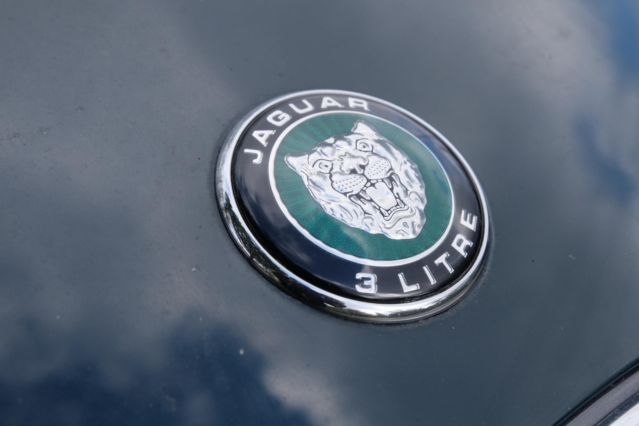 «Quitte à pleurer, je préfère pleurer dans une Jaguar que dans un autobus» F.Sagan